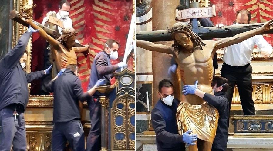 .Levam Cristo milagroso à Praça de São Pedro para Urbi et Orbi do Papa Francisco.