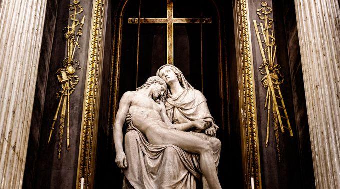 .4 chaves para entender o sofrimento humano unido à Paixão de Cristo.