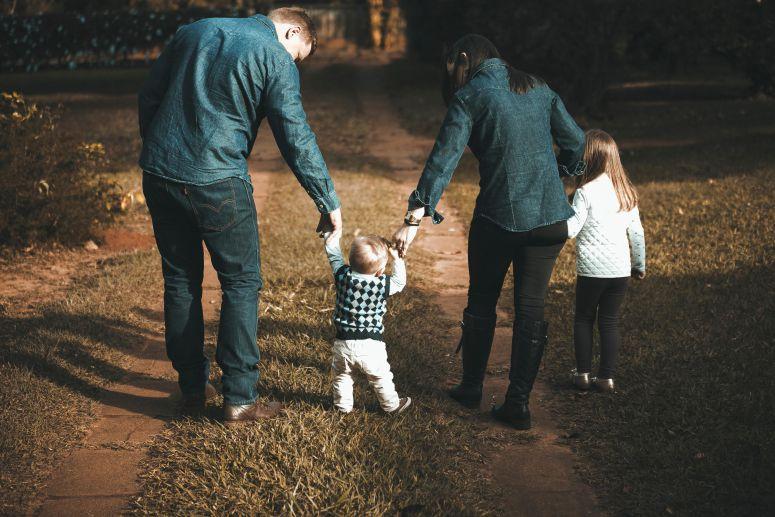 .Educar filhos é ensinar o uso progressivo da autêntica liberdade, a única capaz de gerar verdadeira autonomia..